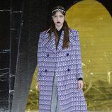 Chaquetón morado de la colección primavera/verano 2016 de Miu Miu en Paris Fashion Week