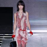 Jumpsuit rojo y beige de la colección primavera/verano 2016 de Louis Vuitton en Paris Fashion Week