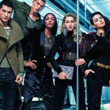 Modelos posan para la campaña de Balmain para la firma H&M