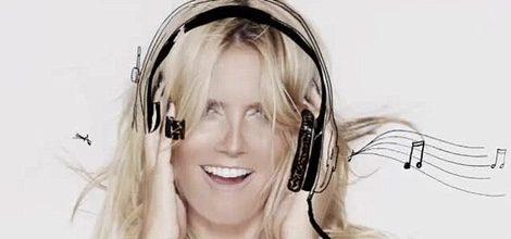Heidi Klum con sujetador negro de encaje como imagen de campaña de Macy's