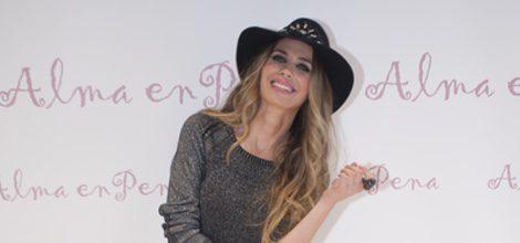 Vanesa Romero posando como imagen de la colección otoño/invierno 2015/2016 de calzado de Alma en Pena