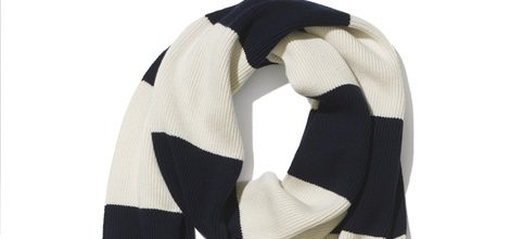 Bufanda blanca y azul de la colección cápsula 2015 del 30 aniversario de Tommy Hilfiger