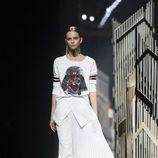 Sudadera blanca y falda larga blanca de la colección cápsula 'Star Wars' primavera/verano 2016 de Alvarno