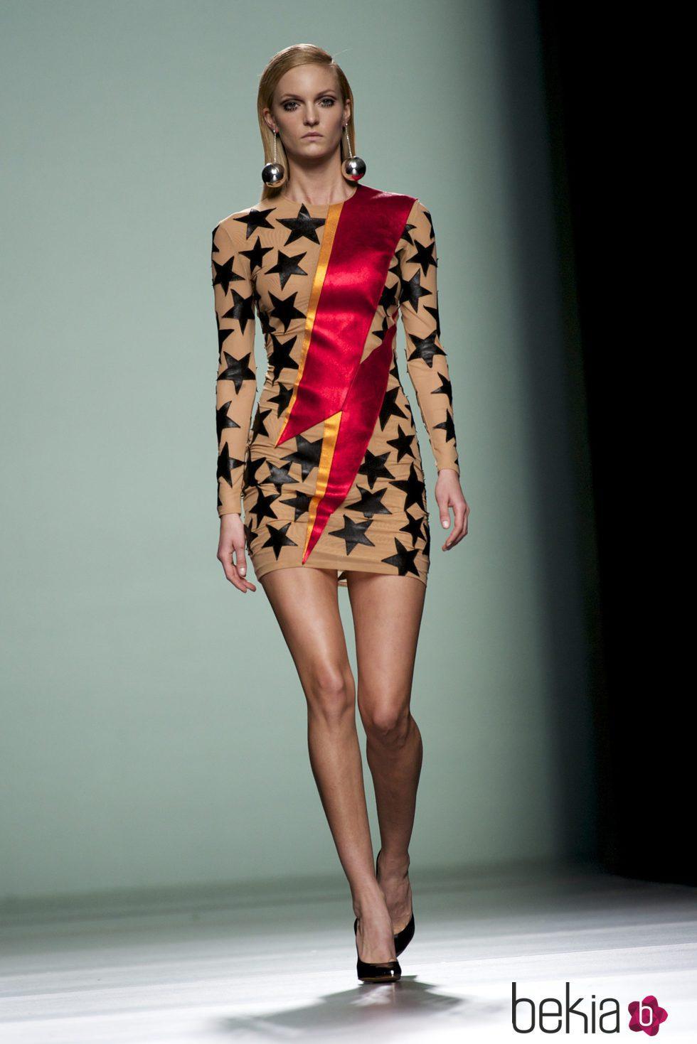 diseño superior gran venta de liquidación despeje Vestido con estrellas y rayo rojo de la colección otoño ...