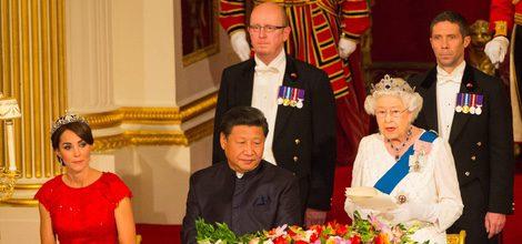 Duquesa de Cambridge con vestido rojo en su primera cena de Estado