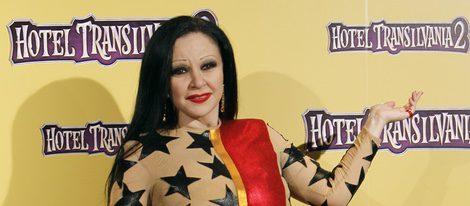 Alaska con un vestido de María Escoté en la presentación de 'Hotel Transilvania 2'