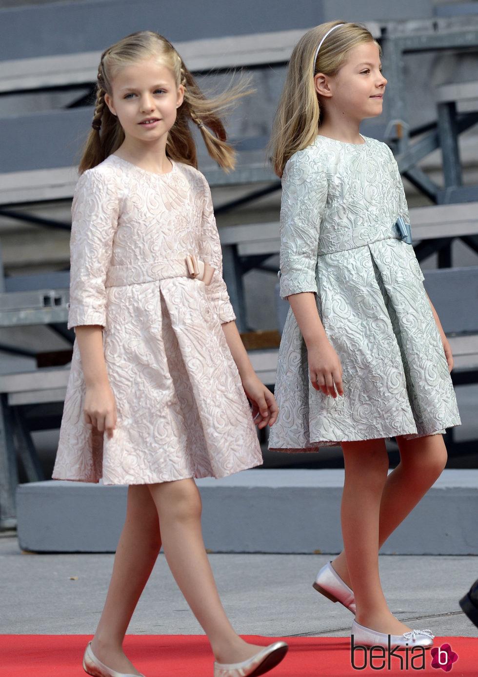 La princesa Leonor con vestido rosa claro