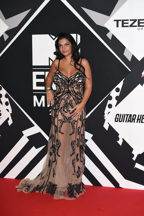 Ellettra Lamborghini con vestido negro de transparencias en la alfombra roja de los MTV EMA Awards 2015