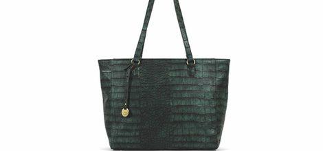 Bolso en tonos verdosos de la colección cápsula de bolsos Carpisa de Penélope y Mónica Cruz
