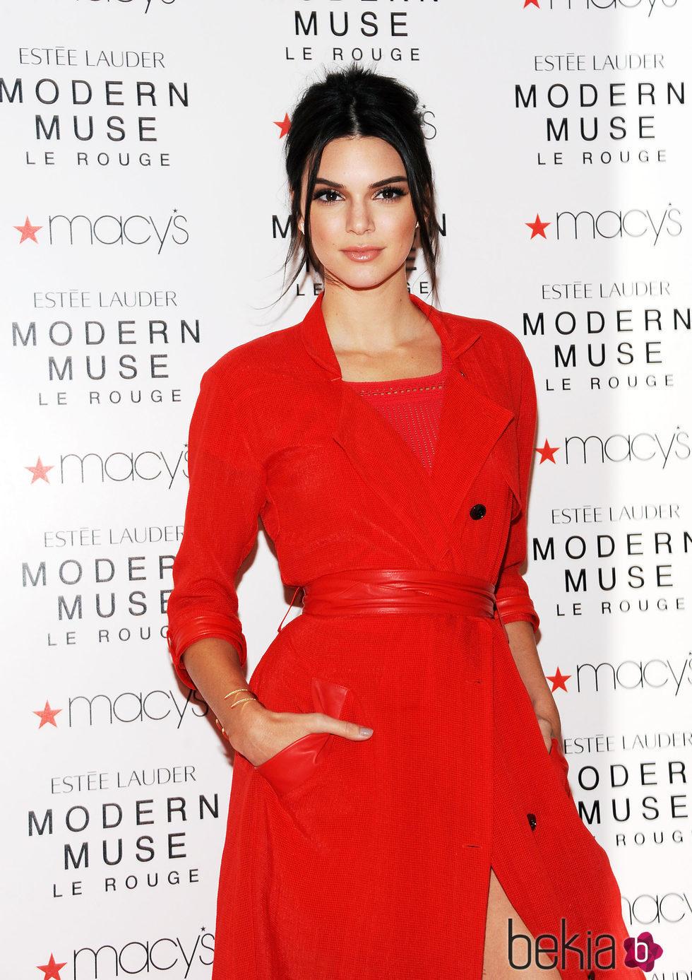 Vestido rojo de kendall jenner