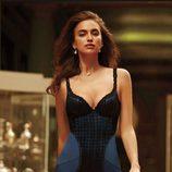 Irina Shayk con body lencero azul marino de la firma La Clover