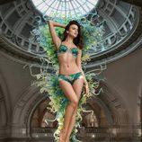 Irina Shayk con conjunto lencero verde y gris de la firma La Clover