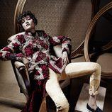 Modelo con vestimenta que lleva cristales Swarovski de la colección de Jean Paul Gaultier para el otoño/invierno 2016/2017