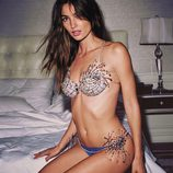 Lily Aldridge luciendo el Fantasy Bra del Victoria's Secret Fashion Show 2015