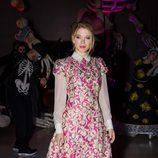 Lea Seydoux con vestido fucsia con motivos florales dorados en la James Bond Spectre Party en Londres