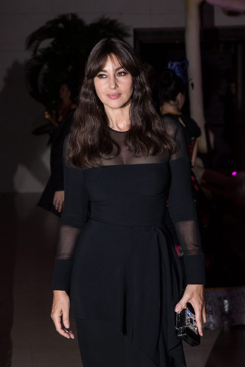 Monica Bellucci con vestido negro con transparencias en la James Bond Spectre Party en Londres