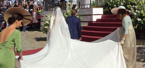 Espalda y cola del vestido de novia de Eva González firmado por Pronovias