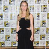 Jennifer Lawrence con vestido negro de Louis Vouitton en el Comic Con de San Diego para promocionar la película 'Los Juegos del Hambre'