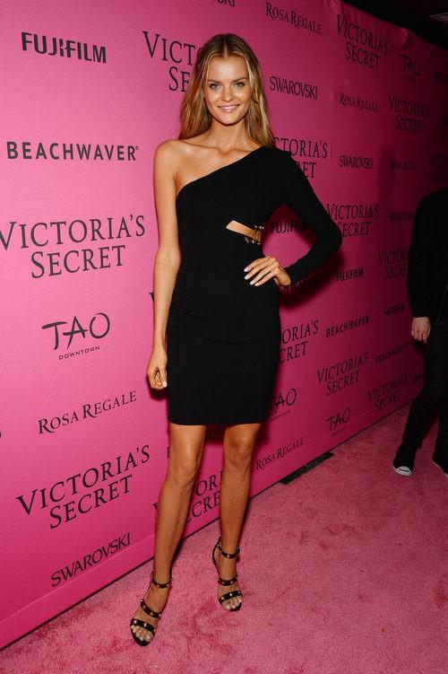 Kate Grigorieva con vestido negro en el After Party del desfile de Victoria's Secret 2015