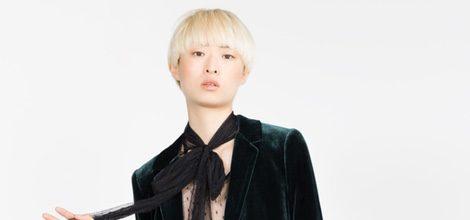Traje de chaqueta verde de terciopelo de la colección de Zara Evening