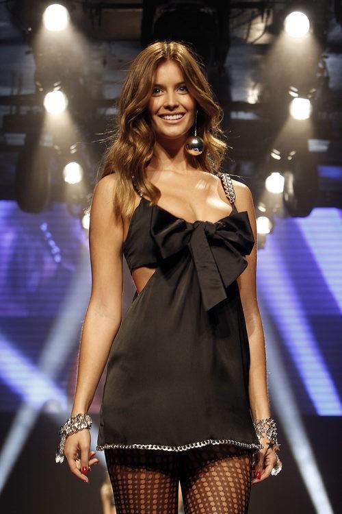 Desiré Cordero desfilando con la colección 'Limited Edition' de Women'secret