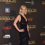 Jennifer Lawrence con vestido negro de Ralph Lauren escotado en la premiere de Madrid para promocionar la película 'Los Juegos del Hambre'