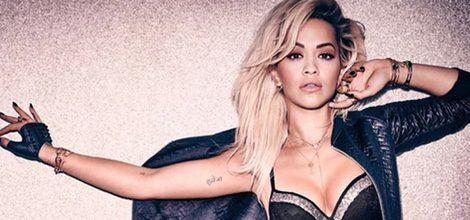 Rita Ora posando con conjunto gris y negro para la nueva campaña de colección de ropa íntima de Tezenis para el otoño 2015