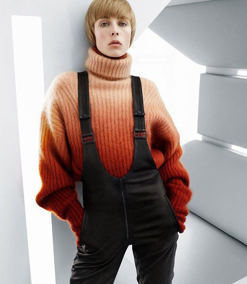 Peto negro y jersey naranja de la colección de H&M otoño/Invierno 2015-2016