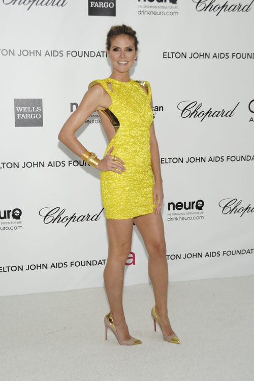 Heidi Klum con vestido amarillo en una fiesta en el 2012