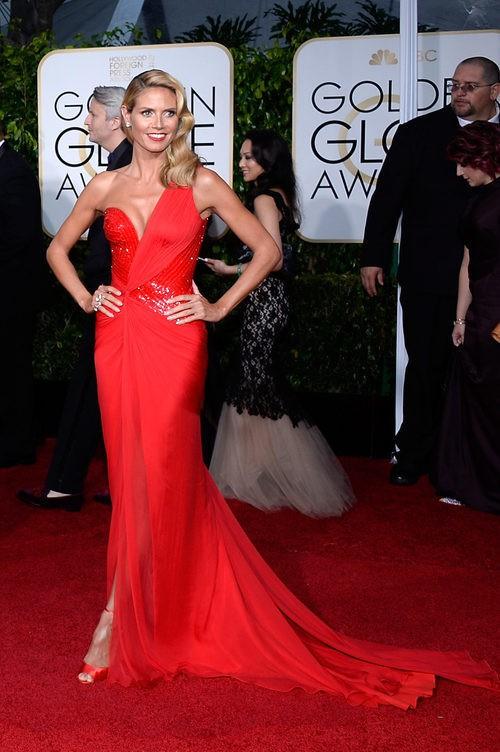 Heidi Klum con vestido rojo en los Globos de Oro