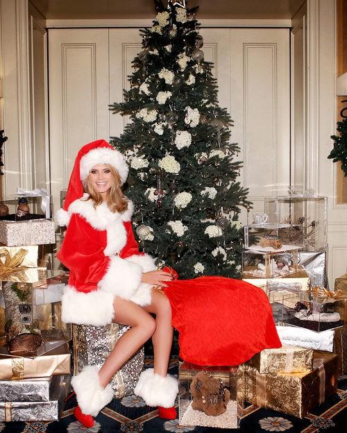 Heidi Klum disfrazada de Mamá Noel