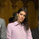 Carlota Casiraghi con chaquetón lila en el Día Nacional de Mónaco