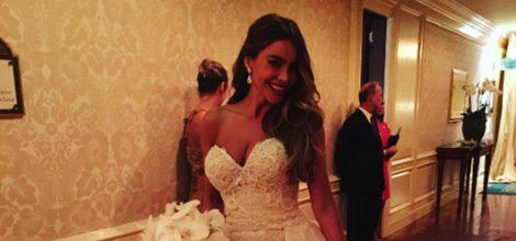 Sofía Vergara con su vestido de novia palabra de honor del diseñador Zuhair Murad