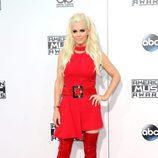 Jenny McCarthy con minivestido y botas rojas en los American Music Awards 2015