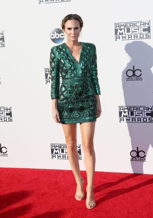 Keltie Knight con minivestido verde en los American Music Awards 2015