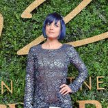 Lily Allen con vestido azul metalizado en los British Fashion Awards 2015