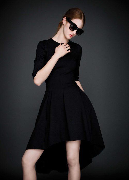 Vestido asimétrico negro con manga francesa de la colección otoño/invierno 2015/2016 de Dolores Promesas