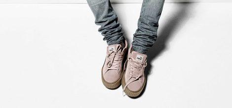 Rihanna posando en la campaña con la segunda entrega de su colección de zapatillas 'Puma by Rihanna'