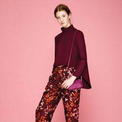 Jersey burdeos y pantalón floral estampado de la colección otoño/invierno 2015/2016 de Dolores Promesas