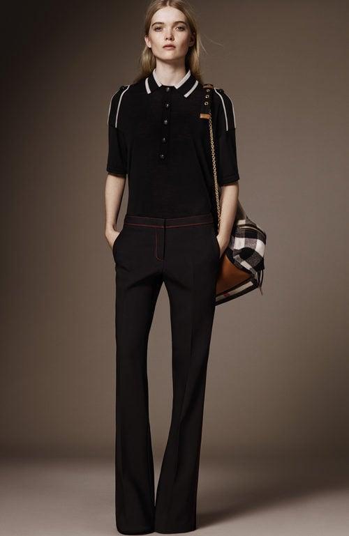 Polo negro y pantalón negro palazzo de la pre colección otoño/invierno 2015/2016 de Burberry