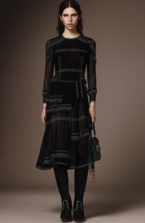 Vestido negro midi de la pre colección otoño/invierno 2015/2016 de Burberry
