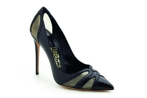 Zapato de tacón negro de la colección Edgargo Osorio for Salvatore Ferragamo