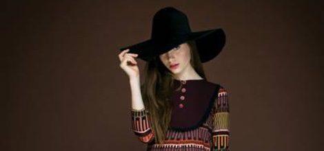 Vestido de estampado geométrico de la colección otoño/invierno 2015/2016 de Dolores Promesas