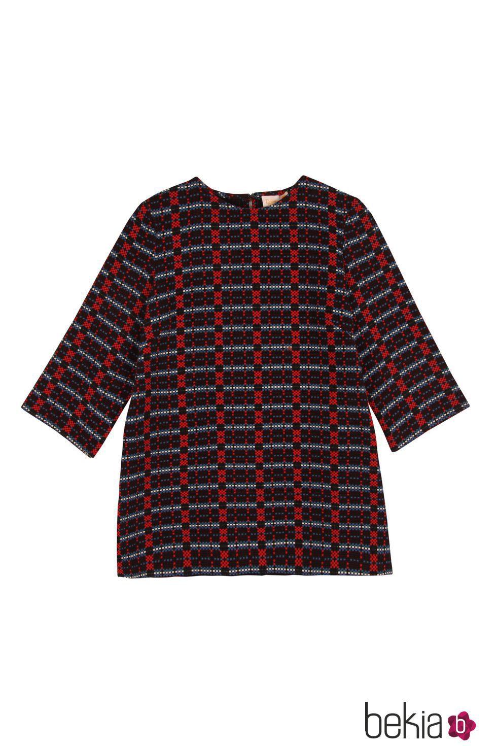 Jersey azul marino y rojo de estampado geométrico de la colección otoño/invierno 2015/2016 de Dolores Promesas