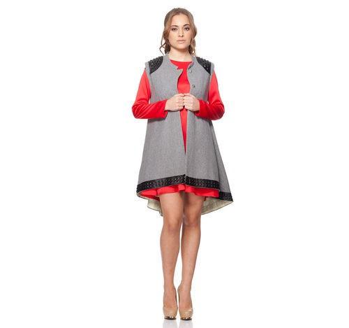 Vestido rojo de vuelo con chaleco gris largo de la colección otoño/invierno 2015/2016 Dorado vs. Plata de RocknRoma