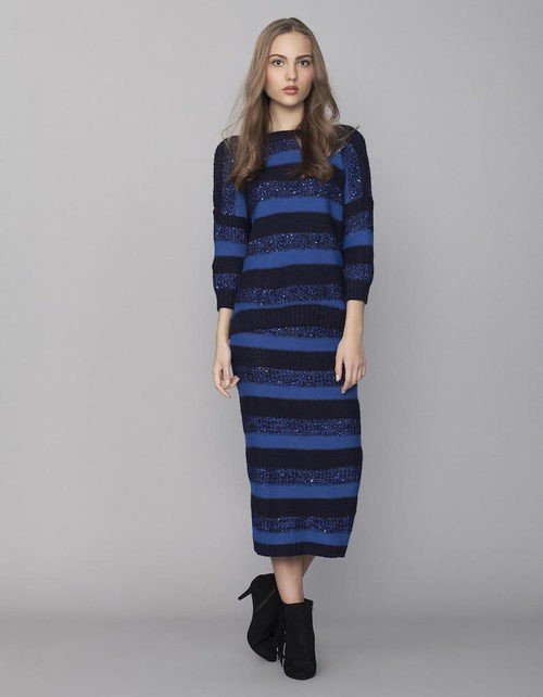 Vestido de rayas en tonalidades azules de la colección Tartán de Invierno 2015/2016