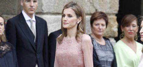 La Reina Letizia con un vestido de Felipe Varela en la ofrenda floral al Apostol Santiago