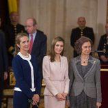 La Princesa Letizia con un traje rosa en la entrega del Toisón de Oro a Enrique V. Iglesias