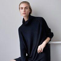 Vestido de punto azul marino de cuello alto de la línea Leisure Wear de H&M