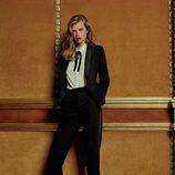 Traje de chaqueta negro y camisa blanca con lazada al cuello de la colección Navidad 2015 de Primark